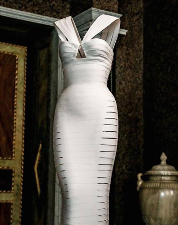 Ceremóniamester ajánlja  -  Múzeum és az ámulatbaejtő Lágy szoborá változott ruhák