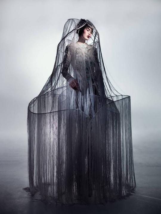Yiqing-Yin , a kínai születésű, Párizsban élő designer tálentum - Ceremóniamester ajánlja