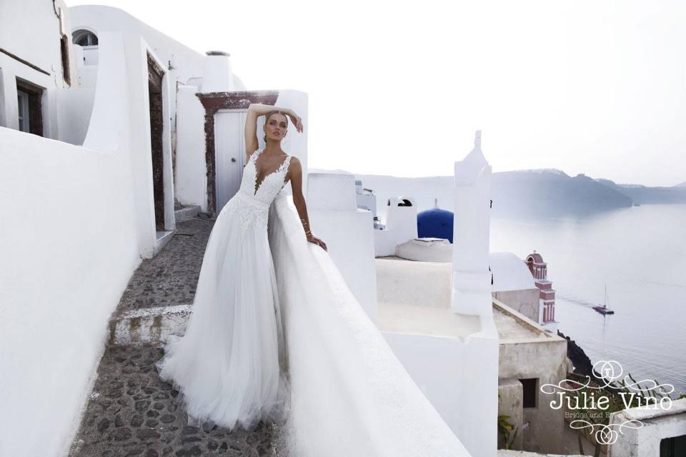Julie Vino – Santorini - ceremóniamester ajánlja