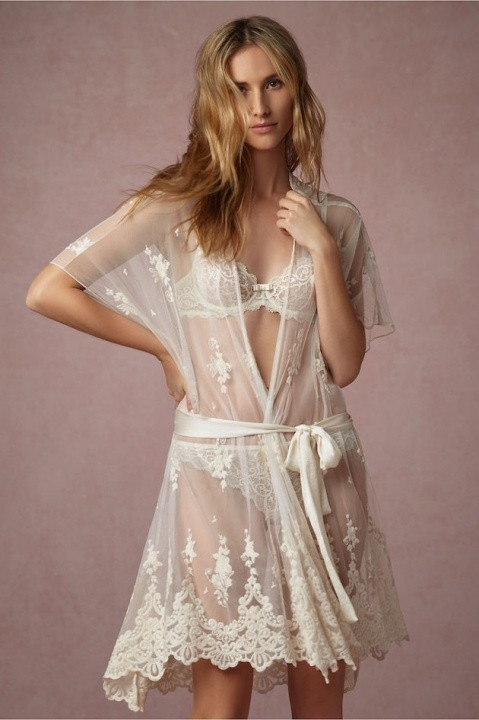 Beautiful lingeries under the wedding dress - Master of ceremonies recommends for U