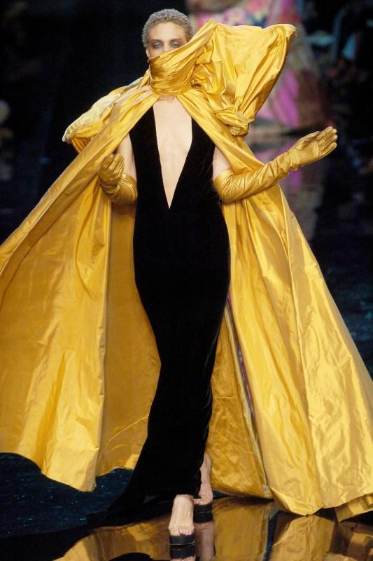 Divatbemutatókról ollózva 29 -Ceremóniamester ajánlja