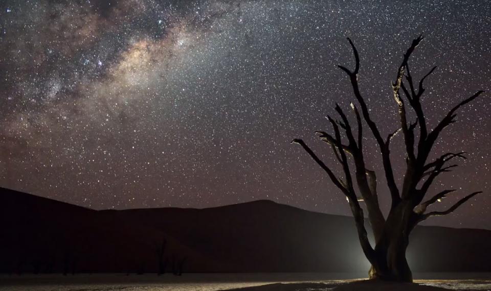 A 'belehalok' kategóriájú filmecske az éjszakai égboltról - ceremóniamester ajánlja