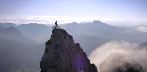 Uhhhhh, ez NAGYON meredek bicajozás és hegymászás! - ceremóniamester imádja
