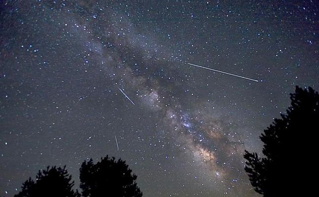 Lyridák meteorraj - égi fényjáték, ingyen tüzijáték - ceremóniamester ajánlja