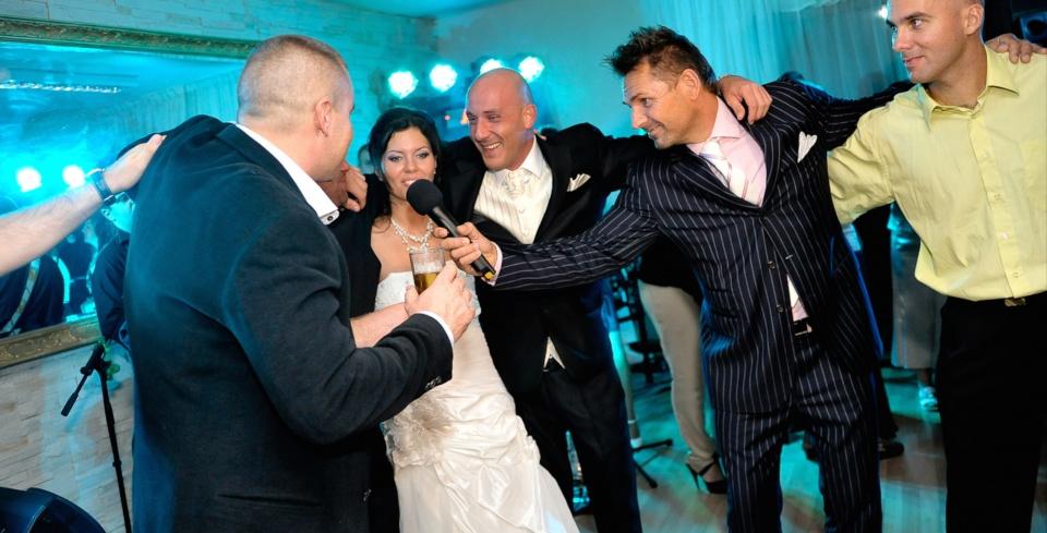 Kedves ifjú párok! ...ha profi ceremóniamestert kerestek...Anett és Dani Írország - és a Ceremóniamester