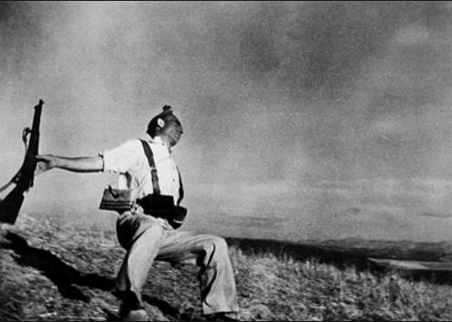 Robert Capa, a világ egyik legismertebb magyar származású fotográfus kiállítása  - ceremóniamester ajánlja