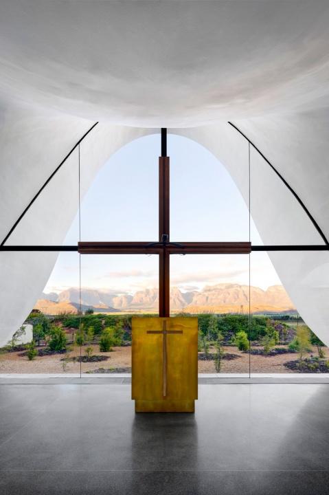 Extra esküvő extra templomban  - Ceremóniamester ajánlja